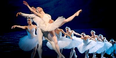 Russian Ballet dancers with white tutus.